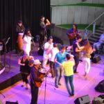 Tanzen auf der Bühne mit den Soneros de Verdad & Roberto Blanco