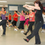 Quelle. http://commons.wikimedia.org/wiki/File:US_Army_52862_Zumba_adds_Latin_dance_to_fitness_routine.jpg#mediaviewer/File:US_Army_52862_Zumba_adds_Latin_dance_to_fitness_routine.jpg